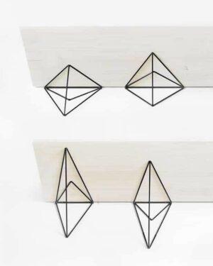 Support mural en forme de triangle métallique